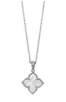 商品White Rhodium Plated Mother of Pearl Flower Pendant Necklace图片