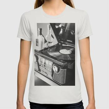 商品Record Player, Black and White, Vintage Vinyl Record Player  T-shirt图片