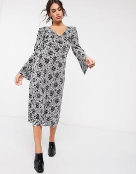 商品ASOS DESIGN plisse midi dress with tie back in black and white floral print图片