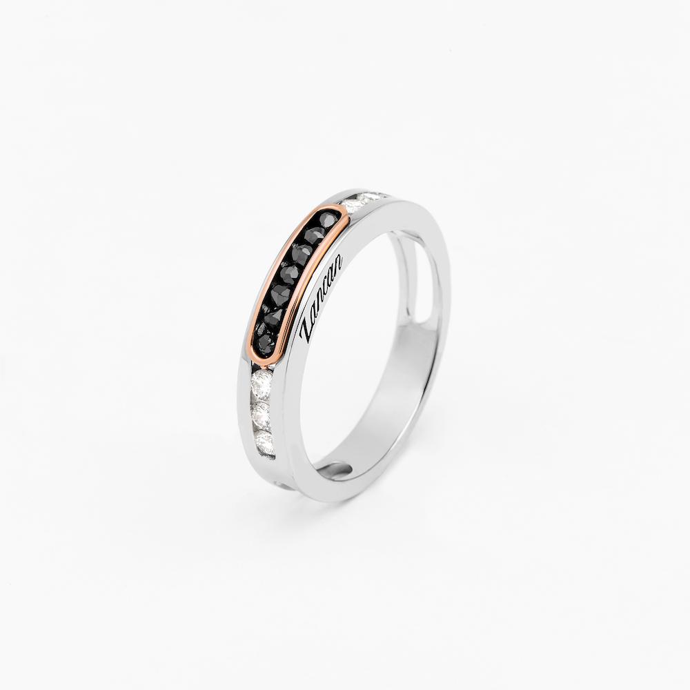 商品18k white gold ring with white and black diamonds.图片