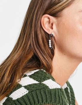 商品Topshop pearl safety pin mismatch stud earrings in silver图片